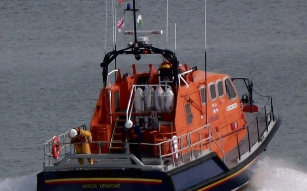 Pembroke: Angle RNLI lifeboat in 'person in water' alert