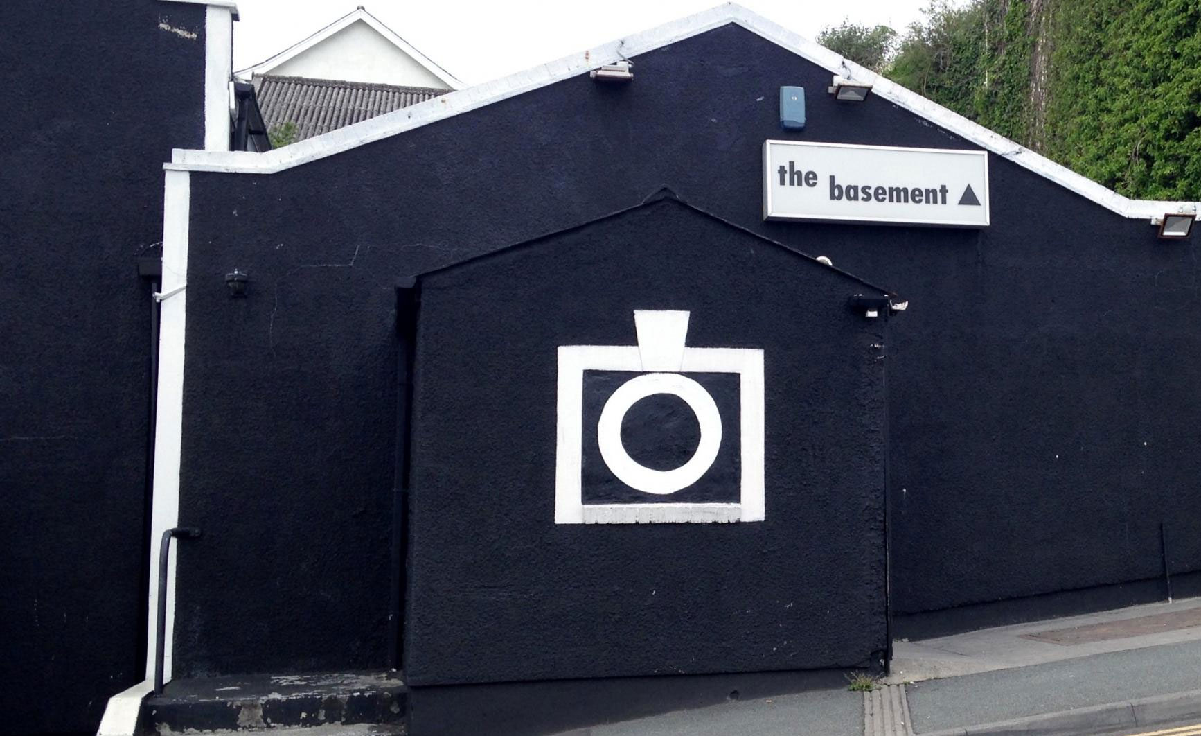 the basement to extend the opening hours to 9 30am has been approved